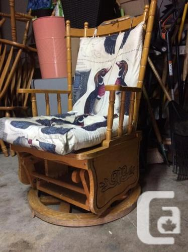 antqiue 1970s rocking chair only $100