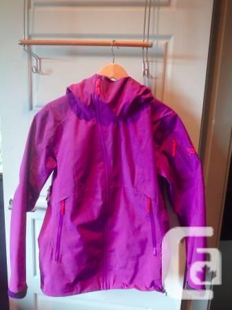 Arcteryx Women Coat dimension M - $400