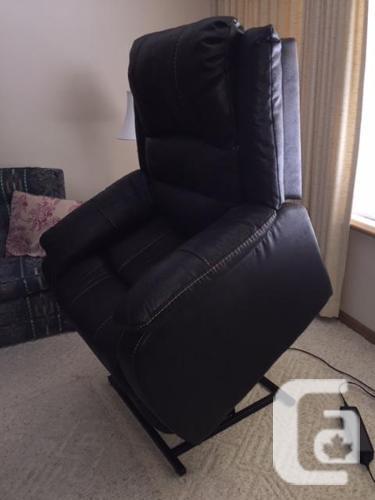 """Ashley """"Yandel"""" Lift Chair"""