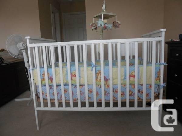 Baby Crib with mattress, crib set and mobile - $110