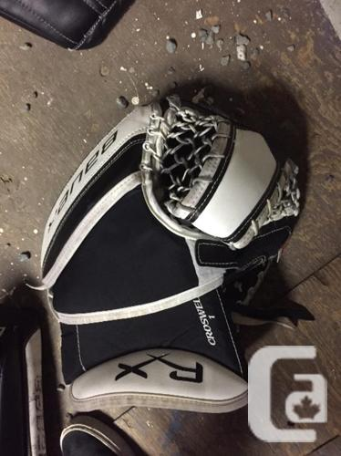 Bauer RX10 Goalie Set for sale in Nanaimo, British Columbia