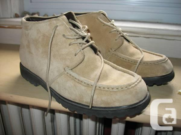 BEAN WOMENS LEATHER STYLE BOOTS 9m - $25