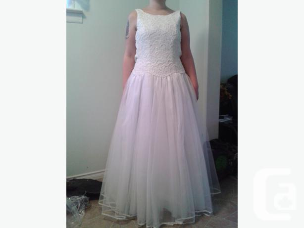 Beautiful but simple wedding dress