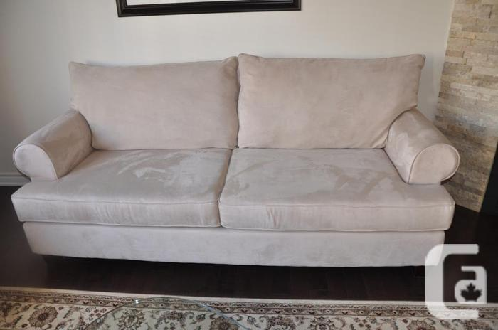 Beautiful comfy sofa couch for sale in stittsville for Comfy couches for sale