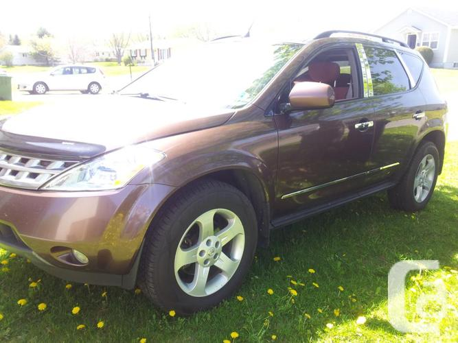 Beautiful extremely clean  2003 Nissan Murano and is