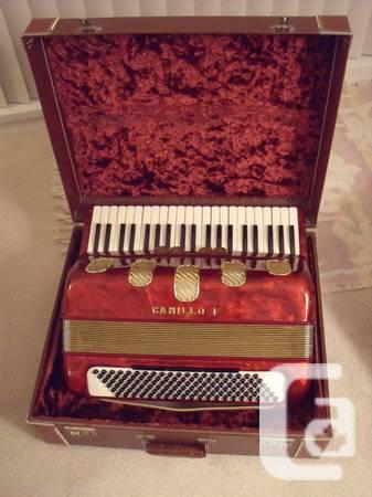 Beautiful ladies size accordion Camillo I with mussette
