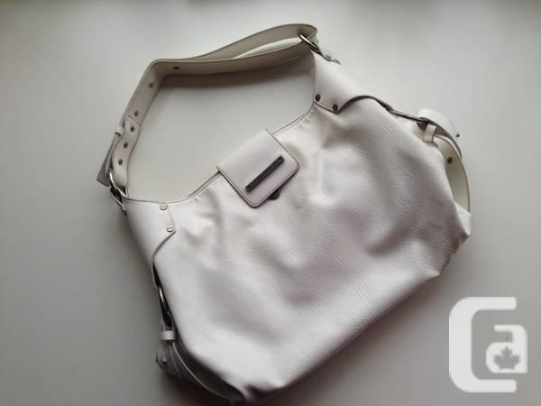 Beautiful white Matt & Nat vegan leather Jorja (large)