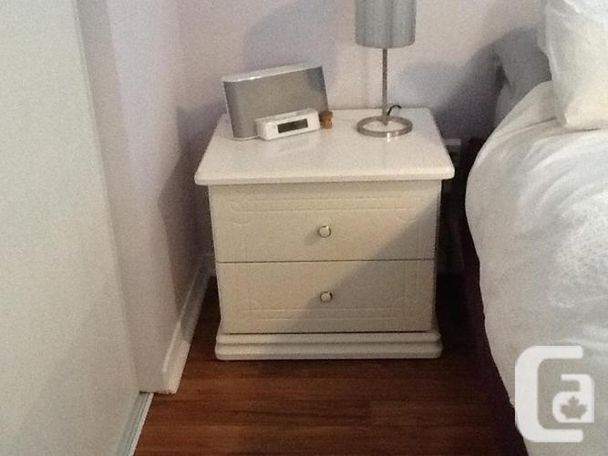 BEDROOM SET WHITE GLOSSY WOOD
