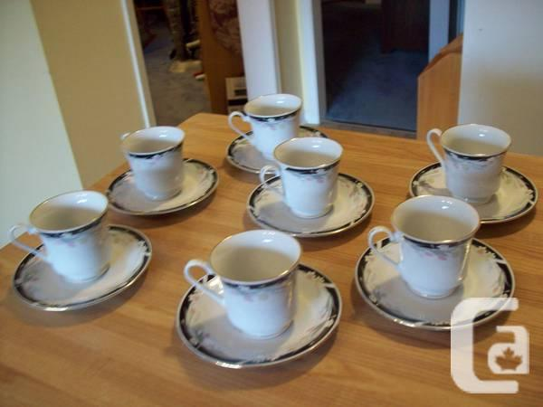 BONE CHINA MANY TEACUPS ** TEAPOT 7 Item COLLECTION -
