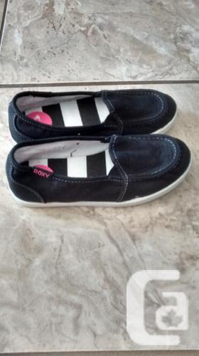 Brand New - Girls Beautiful Roxy Shoes - Size 13