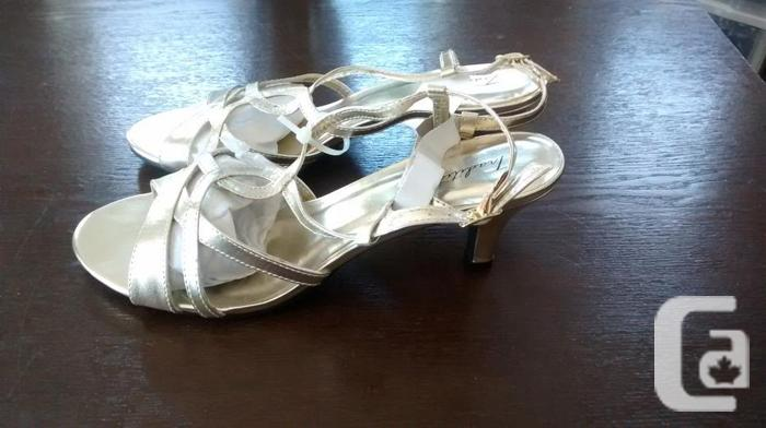 Brand New - Ladies Beautiful Gold-Tone Tradition Shoes