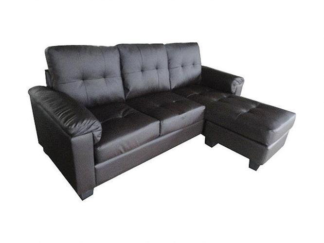 Brand New PU-Leather Sectional With Reversible Chase,