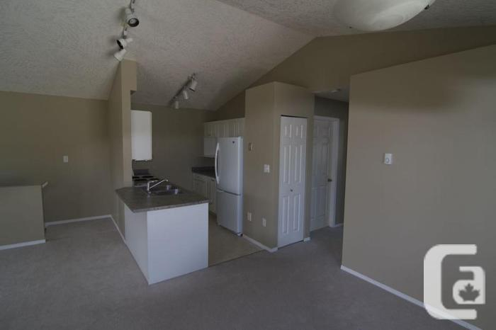 Bright, Quiet 2 BR Upper Suite off Lane Rd. January