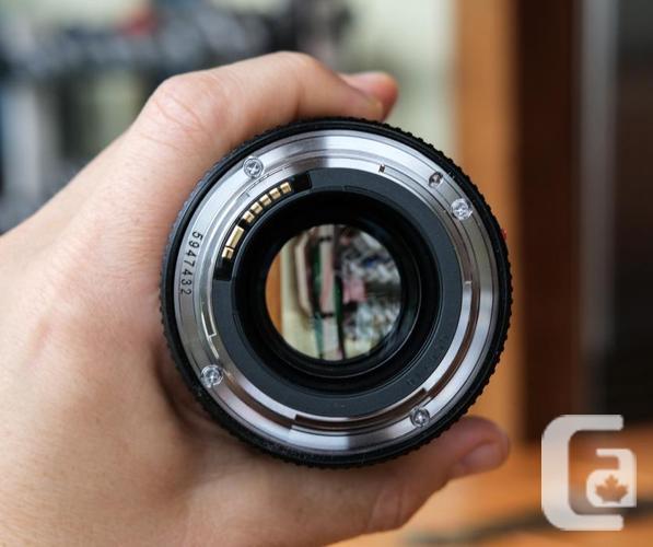 Canon EF 100mm f/2.8L IS USM Macro Camera Lens