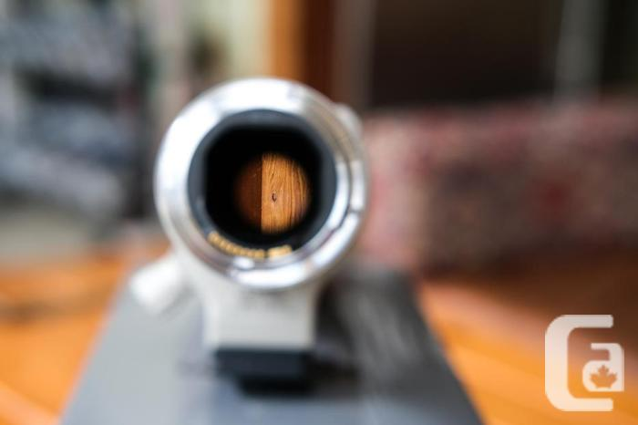 Canon EF 400mm F/5.6 L EF USM Lens with tripod mount