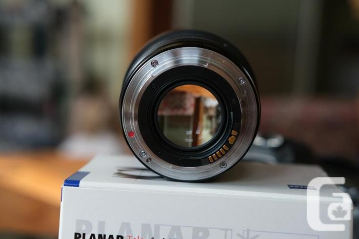 Canon EF mount Carl Zeiss Plannar T* 50mm f/1.4 ZE
