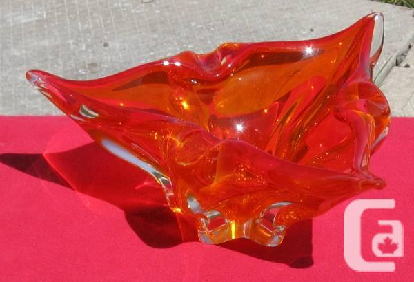 Classic Lorraine Red Triangular Craft Glass Show Meal -