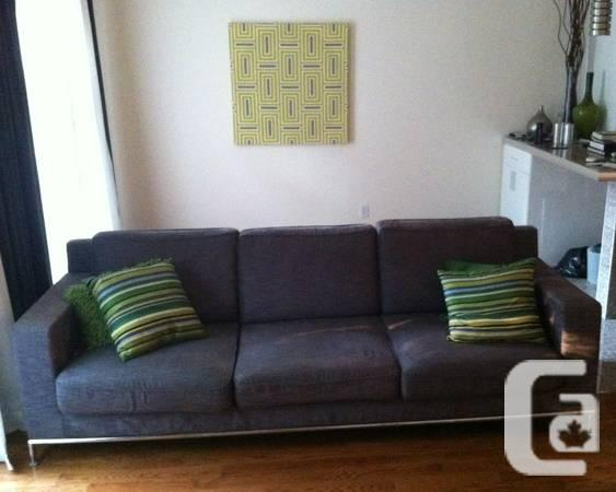 Couch/divan/ couch Clermont - Fait Canada - $450