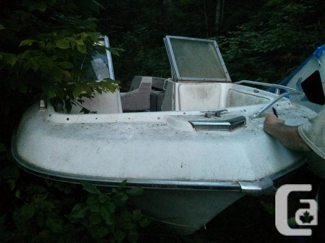 Courier 231, 6 Fiberglass vessel with outboard motor,