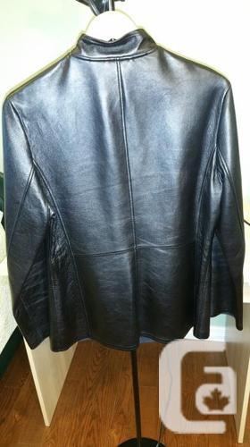 Danier - Women's leather jacket sz. small