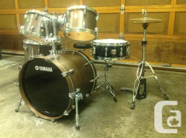 Drum set. Yamaha Maple Custom - $2250
