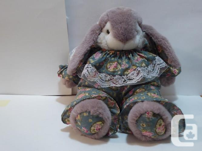 EASTER BUNNY -- SOFT & LARGE -- MINT -- NEVER PLAYED