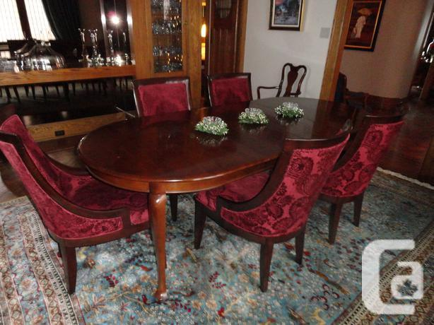 Elegant gibbard dining set in solid cherry wood for sale