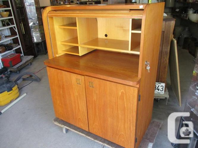 ESTATE 1980 TEAK ROLLTOP OFFICE DESK