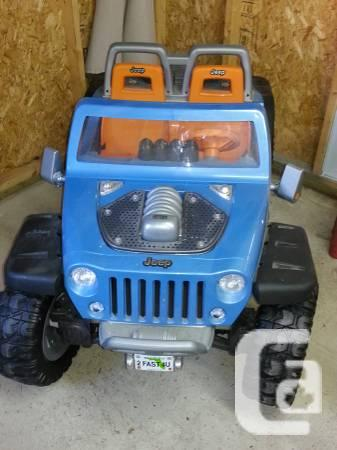 Excellent condition used kids 12 volt rechargeable JEEP