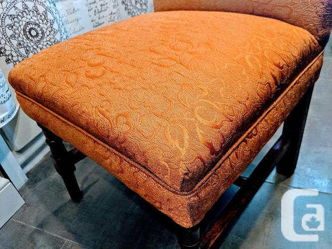 FABULOUS Antique Bedroom Chair in Excellent Condition!