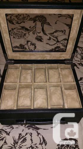 Fossil 10 piece Black Leather Watch Box - Model