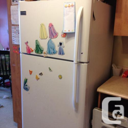 Fridge in prime state Frigidaire 3 years old