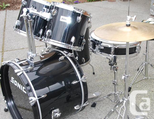 full size student drum set 20 kick tuned and ready for sale in nanaimo british columbia. Black Bedroom Furniture Sets. Home Design Ideas