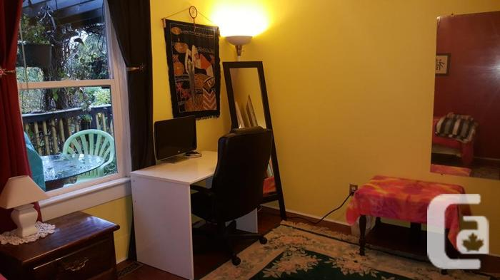 Furnished room close to University available Sept 1/19