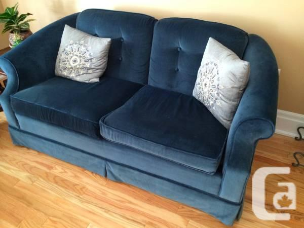 Furniture Bed, Reliable Walnut Table VCRs, Showcases,