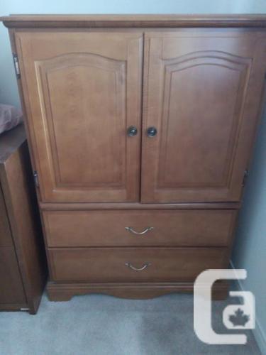 Good-size wardrobe dresser