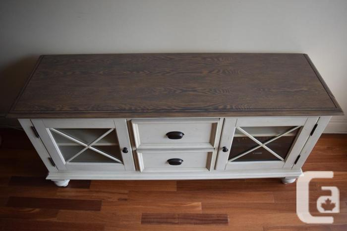 Gorgeous tv stand magnifique meuble t l for sale in for Meuble ashley quebec