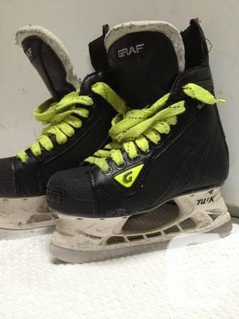 *** GRAFF YOUTH SKATES *** - $50