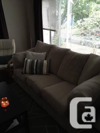 Great microfibre sofa / couch for sale