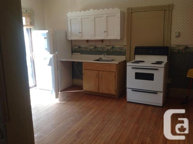 HEAT, LIGHTS, PARKING AND PRIVATE DECK ALL FOR $655