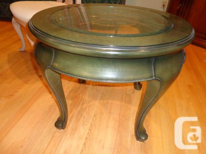 High end round tables with etched glass