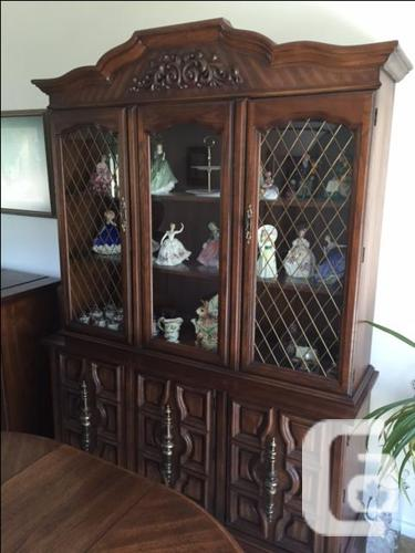 Hutch /Buffet -excellent condition -moving must sell!