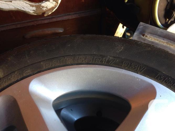 Hyundai rim and tires