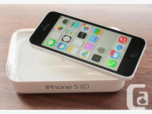 Iphone 5c, locked to Bell, brand new in box, MINT