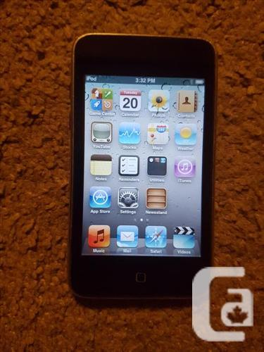 iPod Touch 32GB, 3rd Gen + Charging Cable + Wall