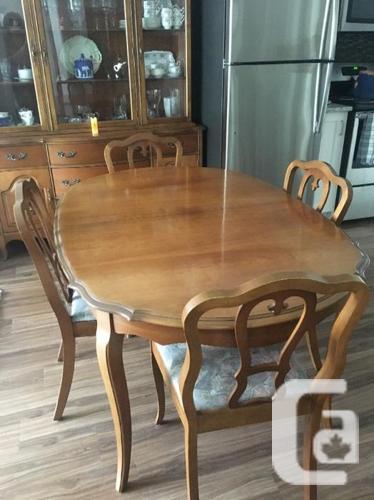 Knechtel Dining Room Set