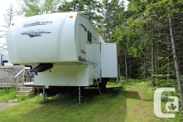 Komfort Trail Blazer 5th wheel 26' covered deck