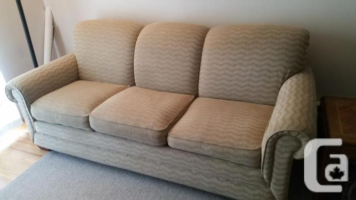 La z boy premier sofa couch comfortable and clean obo for Couch sofa for sale bc