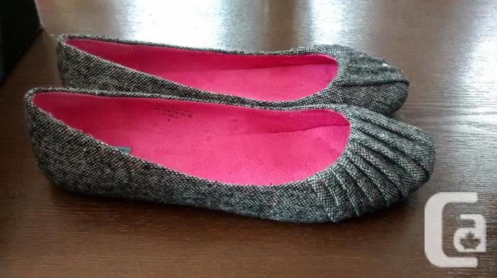 Ladies Beautiful DLG Gray Shoes- Size 9 (Small