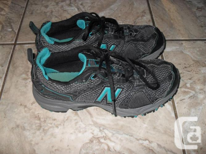 Ladies New Balance Sneakers - Size 7.5